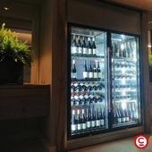 Vinothèques implantées par Veyrat Equipement. Le design élégant de la Wine Library permet de valoriser au mieux vos bouteilles de vin. Modulaire, composable et hautement personnalisable, c'est un mur de lumière et de style qui maintient vos vins à la température idéale et les rend irrésistibles. 𝘓'𝘢𝘣𝘶𝘴𝘥'𝘢𝘭𝘤𝘰𝘰𝘭𝘦𝘴𝘵𝘥𝘢𝘯𝘨𝘦𝘳𝘦𝘶𝘹𝘱𝘰𝘶𝘳𝘭𝘢𝘴𝘢𝘯𝘵é, à𝘤𝘰𝘯𝘴𝘰𝘮𝘮𝘦𝘳𝘢𝘷𝘦𝘤𝘮𝘰𝘥é𝘳𝘢𝘵𝘪𝘰𝘯 @gemmrefreshyourmind #vin #wine
